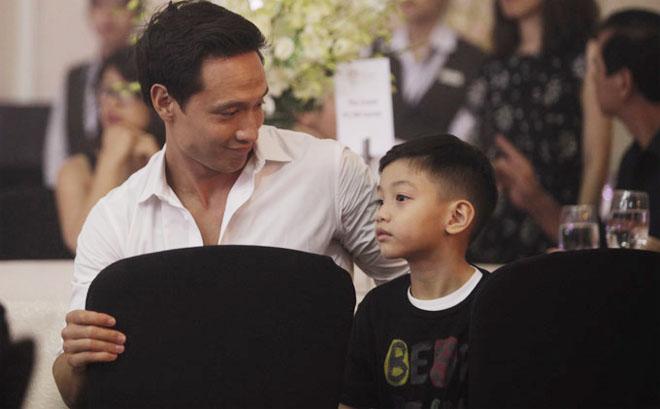 Kim Lý ngày càng được lòng con riêng và gia đình Hà Hồ - 6