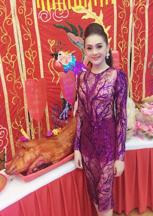 """Những sao Việt từng """"hứng gạch"""" vì lỡ mặc đồ phản cảm nơi linh thiêng - 4"""