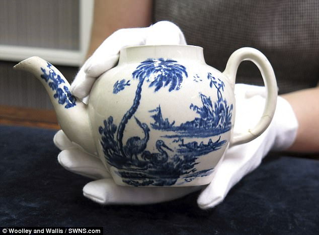Anh: Mua ấm trà vỡ 500 ngàn, 2 năm sau bán lại 18 tỷ đồng - 1