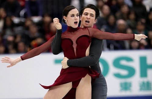 Đỏ mặt với váy diễn dễ hớ hênh của mỹ nhân trượt băng - 4