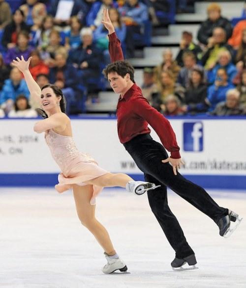 Đỏ mặt với váy diễn dễ hớ hênh của mỹ nhân trượt băng - 8