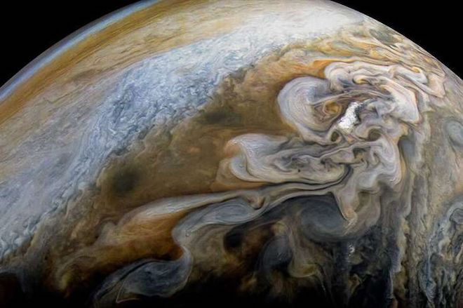 Phát hiện mới về sao Mộc: Cốc kem xoắn khổng lồ trong vũ trụ