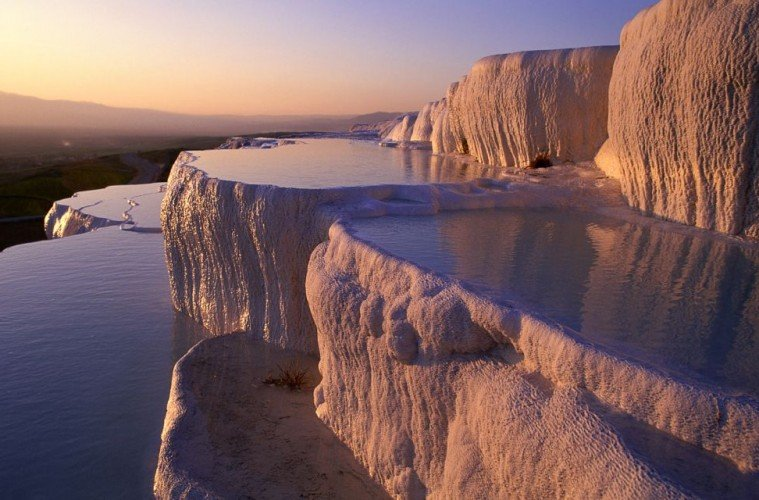 Suối nước nóng nằm giữa hồ băng có 1-0-2 trên thế giới - 1