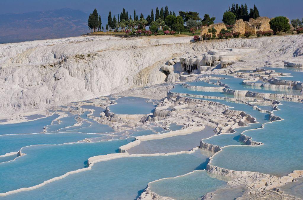Suối nước nóng nằm giữa hồ băng có 1-0-2 trên thế giới - 4