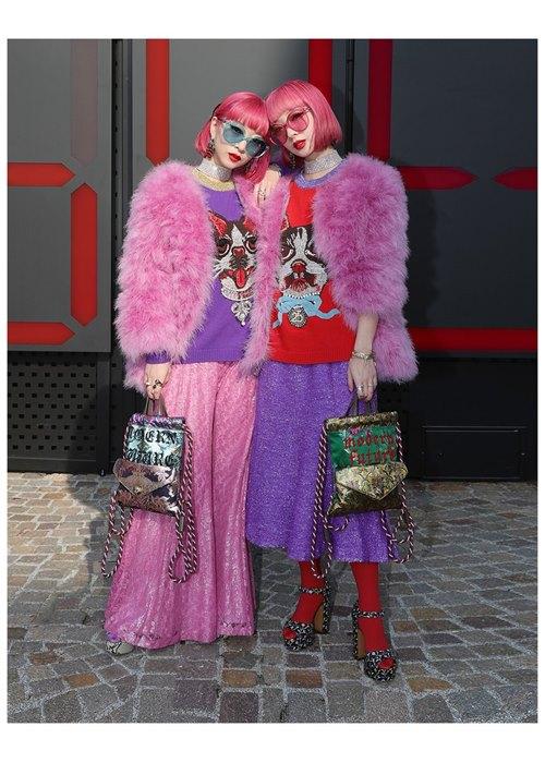 """Áo hồng, tóc hồng nổi """"bần bật"""" - 2 tín đồ Nhật náo loạn đường phố Milan FW - 4"""