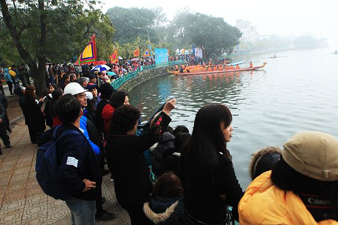 Lễ hội đua thuyền Hồ Tây: Đội Hà Nội đua kiểu lạ - 2