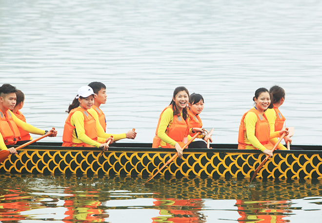 Lễ hội đua thuyền Hồ Tây: Đội Hà Nội đua kiểu lạ - 6