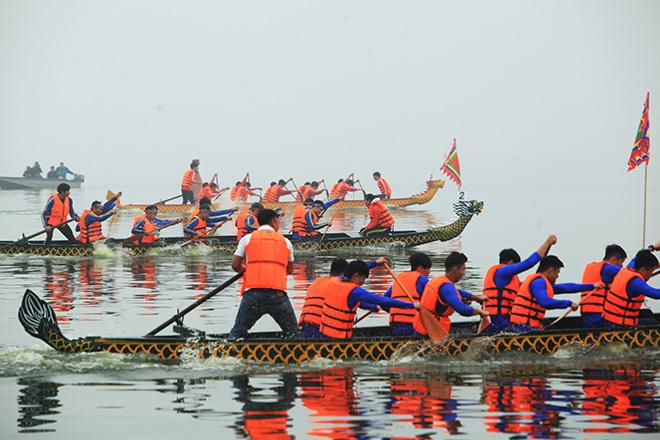 Lễ hội đua thuyền Hồ Tây: Đội Hà Nội đua kiểu lạ - 13