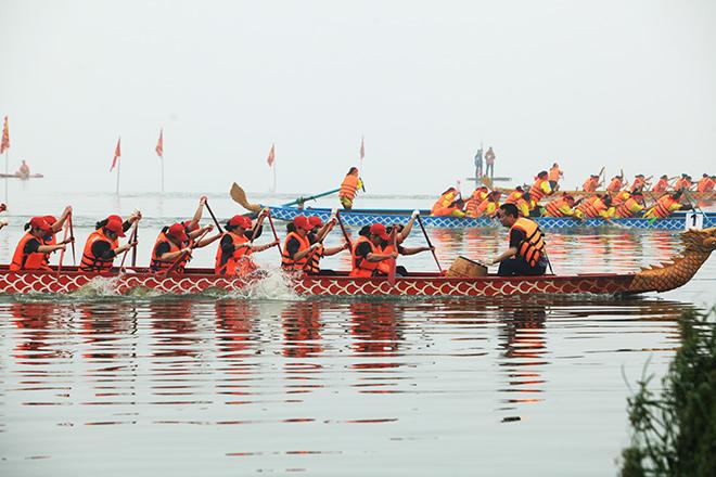 Lễ hội đua thuyền Hồ Tây: Đội Hà Nội đua kiểu lạ - 10