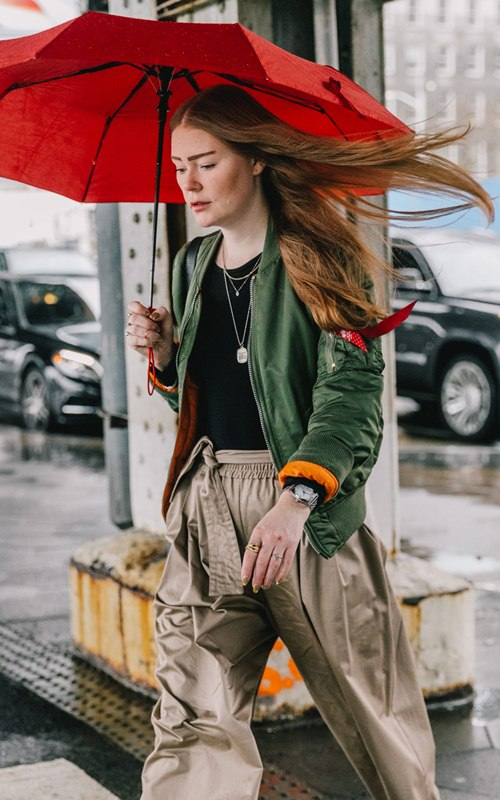"""Mặc mưa gió, tín đồ thế giới vẫn diện """"ngút trời"""" đi xem thời trang - 2"""