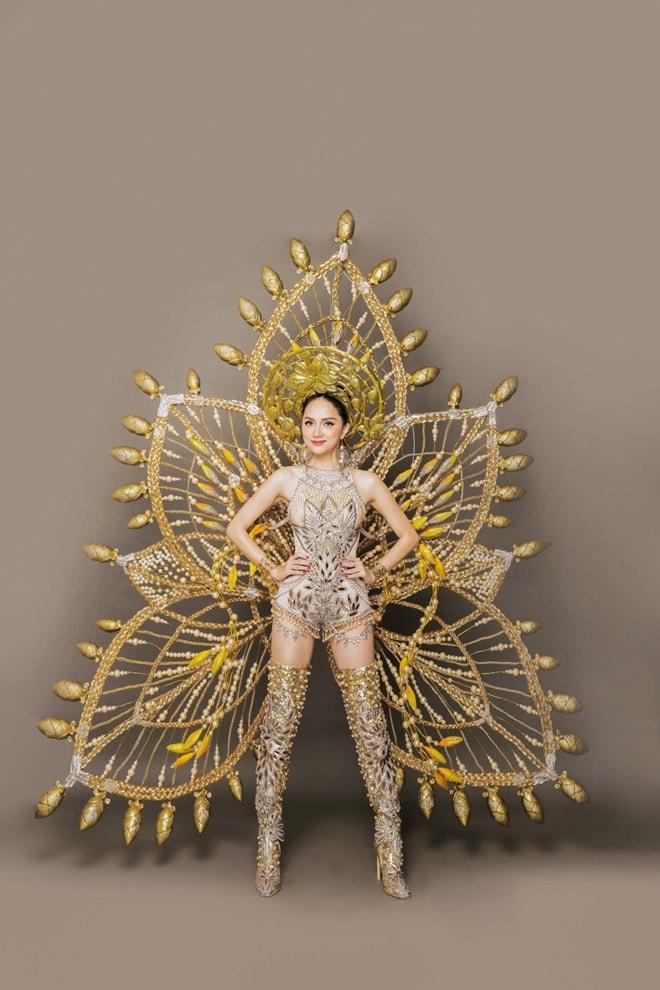 Trang phục truyền thống nặng 55 kg của Hương Giang tại Hoa hậu Chuyển giới - 2