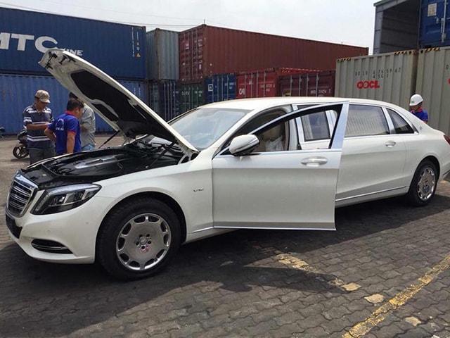 Mercedes-MayBach S600 Pullman về đến Việt Nam