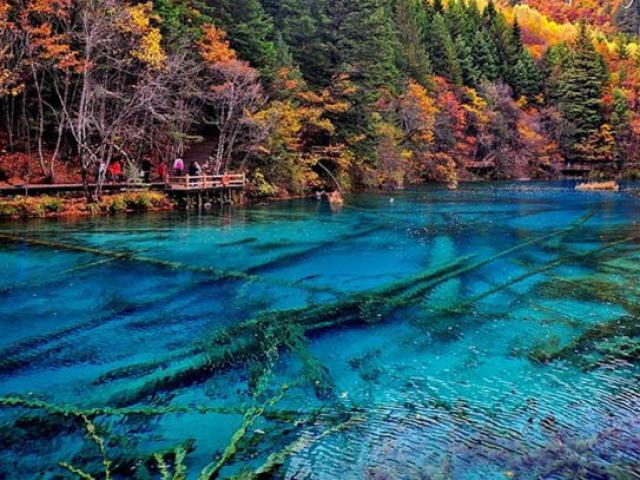Độc đáo hồ nước nóng ruộng bậc thang đủ màu ở Trung Quốc - 9