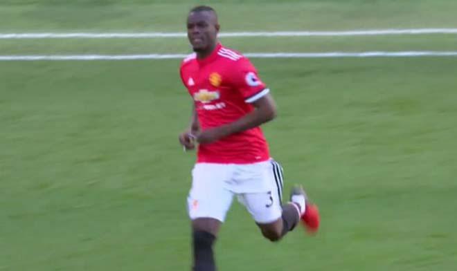 MU thắng Chelsea: Mourinho chỉ đạo bằng giấy, Willian đọc trộm bất thành 2
