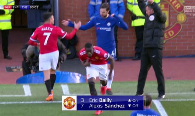 MU thắng Chelsea: Mourinho chỉ đạo bằng giấy, Willian đọc trộm bất thành 1