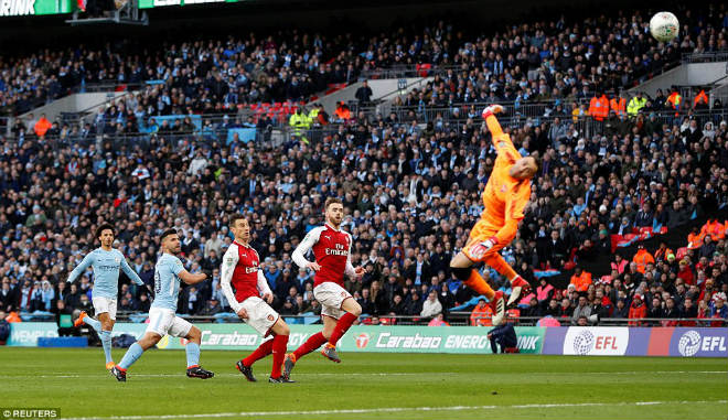 Man City hạ Arsenal vô địch: Guardiola hiên ngang trên đỉnh nước Anh 3