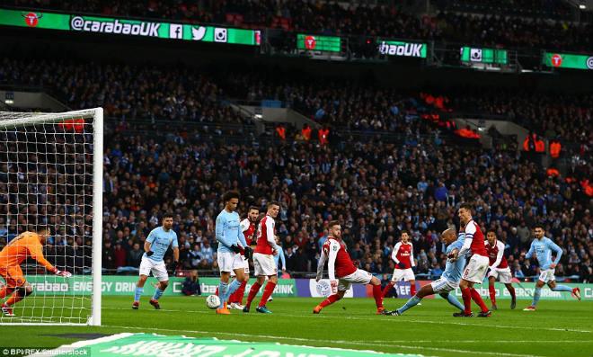 Man City hạ Arsenal vô địch: Guardiola hiên ngang trên đỉnh nước Anh 6