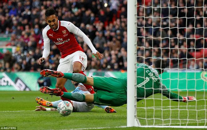 Man City hạ Arsenal vô địch: Guardiola hiên ngang trên đỉnh nước Anh 1