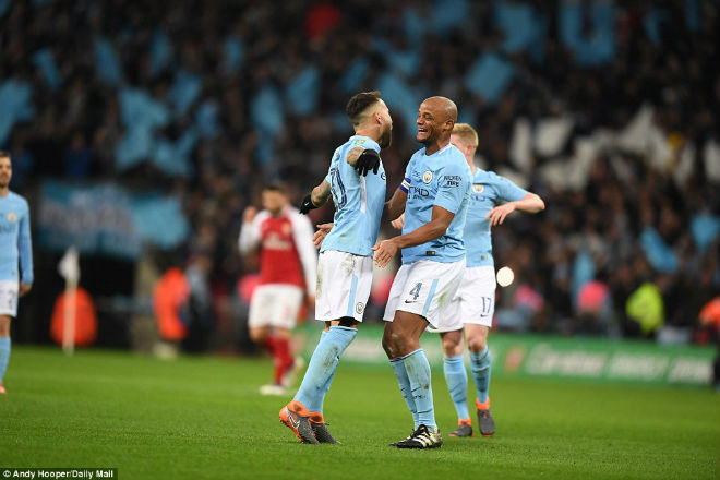 Man City hạ Arsenal vô địch: Guardiola hiên ngang trên đỉnh nước Anh 10