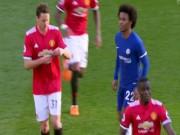 Bóng đá - MU thắng Chelsea: Mourinho chỉ đạo bằng giấy, Willian đọc trộm bất thành