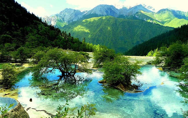 Độc đáo hồ nước nóng ruộng bậc thang đủ màu ở Trung Quốc - 3