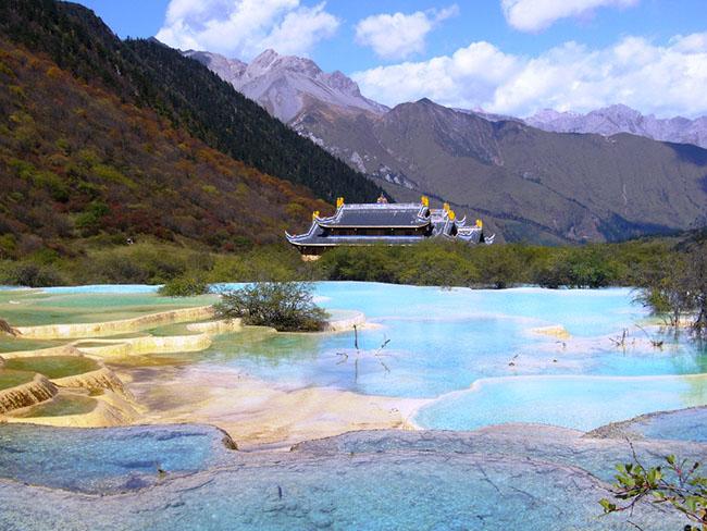 Độc đáo hồ nước nóng ruộng bậc thang đủ màu ở Trung Quốc - 5
