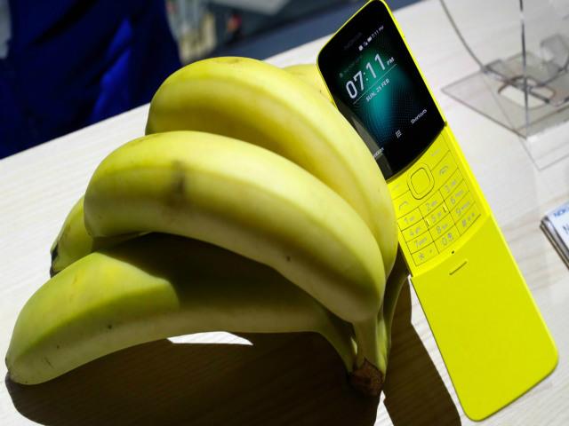 """""""Quả chuối"""" Nokia 8110 hồi sinh, pin 25 ngày, giá rẻ 2,2 triệu đồng"""