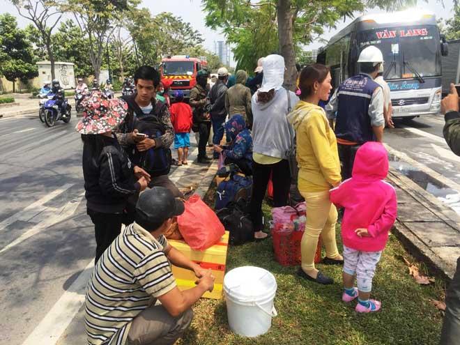 Xe khách bốc cháy trên phố Sài Gòn, cả chục người gào khóc - 5