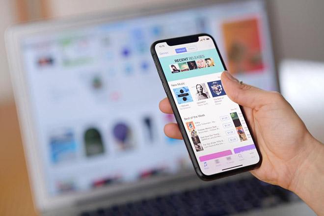 iPhone Xs Plus mang màn hình OLED 6,5 inch độ phân giải cao - 2
