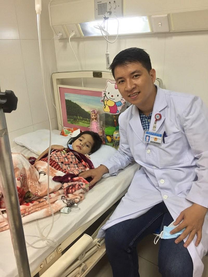 Bác sĩ 9X dùng Facebook khám bệnh, làm từ thiện