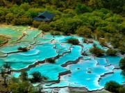 Du lịch - Độc đáo hồ nước nóng ruộng bậc thang đủ màu ở Trung Quốc