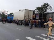 Tin tức trong ngày - Va chạm kinh hoàng giữa xe khách và xe tải, 3 người thương vong