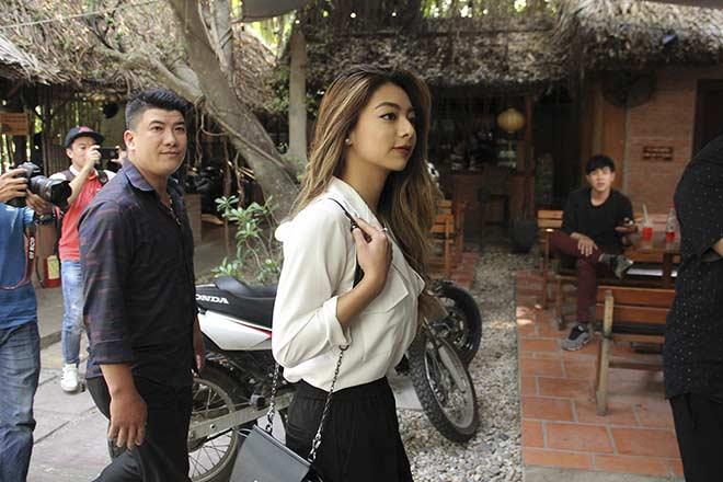 Võ sư Flores đưa người đẹp đến võ đường, Johnny Trí Nguyễn có tiếp? 1