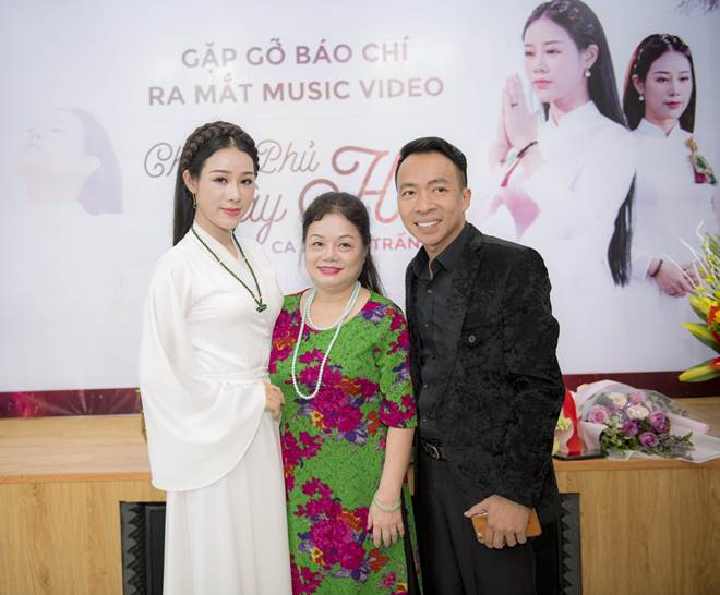 Vợ NSƯT Việt Hoàn từng định tự tử vì trầm cảm sau sinh