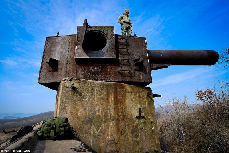 Bên trong tháp pháo hoành tráng bị bỏ hoang của Nga