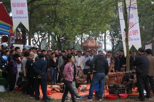 """Du khách choáng với """"chặt chém"""" ở hội Lim: 10.000 đồng/cốc trà đá - 5"""