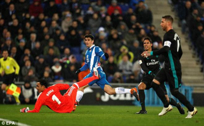 """Espanyol - Real Madrid: """"Sét đánh"""" phút cuối cùng"""