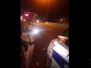 """Tin tức trong ngày - CSGT Quảng Nam """"vung tay"""", rọi đèn pin vào mặt người quay phim làm báo cáo"""