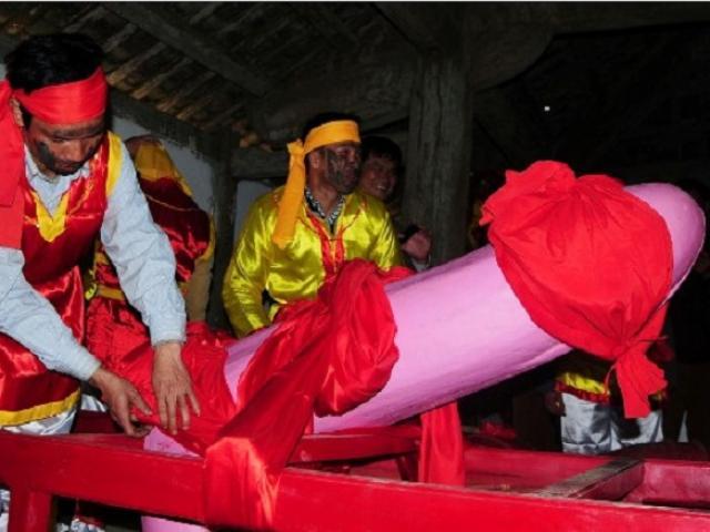 """Tiết lộ bí mật của người làm """"của quý"""" tại lễ hội táo bạo nhất Việt Nam - 4"""