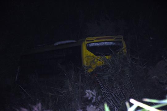 """Vụ xe khách lao xuống vực 100 mét: """"Rất nhiều người gào khóc thảm thiết"""" - 2"""