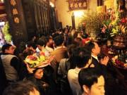 Tin tức trong ngày - Chen nhau khấn vái cầu lộc trước giờ khai ấn đền Trần
