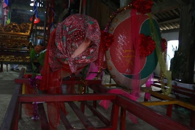 """Tiết lộ bí mật của người làm """"của quý"""" tại lễ hội táo bạo nhất Việt Nam"""