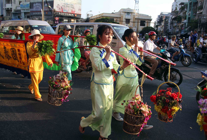"""Tiên nữ đi cà kheo, thầy trò Đường Tăng """"xuất hiện"""" ở Chợ Lớn - 10"""