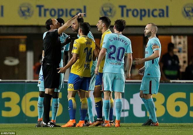 """Nghi án trọng tài thân Real xử ép Barca: """"Lờ"""" thẻ đỏ, 11m cay nghiệt"""