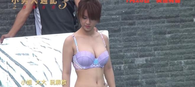 Thiên thần boxing lại gây sốc với màn cởi bikini, múa cột bốc lửa