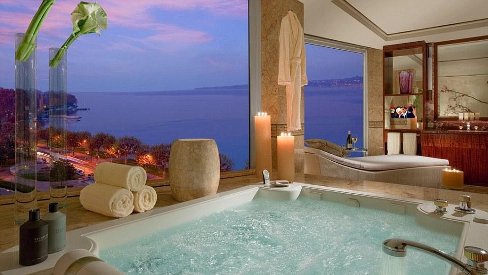 Có gì đặc biệt bên trong các phòng khách sạn xa xỉ nhất thế giới? - 3