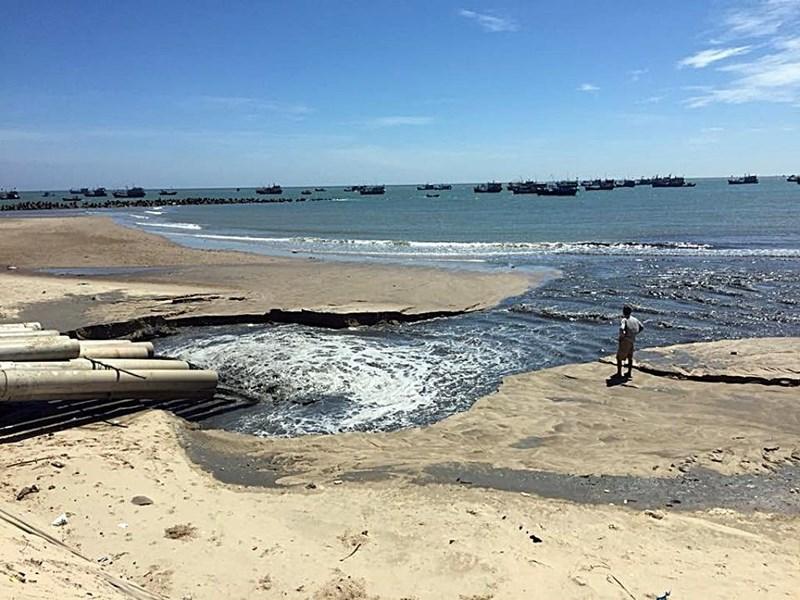 Nước đen như hắc ín ở Bình Thuận:
