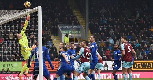 Chi tiết Burnley - Everton: Thẻ đỏ và hết hi vọng (KT) 27
