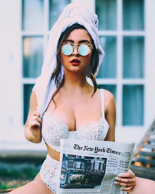 Nhiếp ảnh gia ngực hơn 1 mét đẹp hơn người mẫu