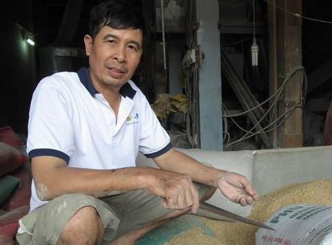 Nóng trong tuần: Người đàn ông nhặt được cả đống vàng trong bao lúa